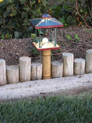 Birdfeeder LED Yard Light, Day.
